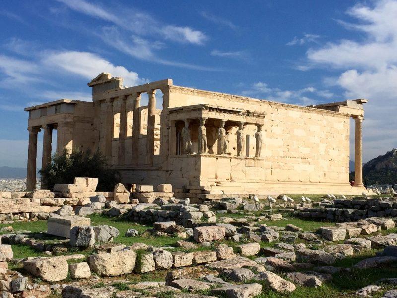 Choc et dégoût pour le ciment sans fin sur l'Acropole