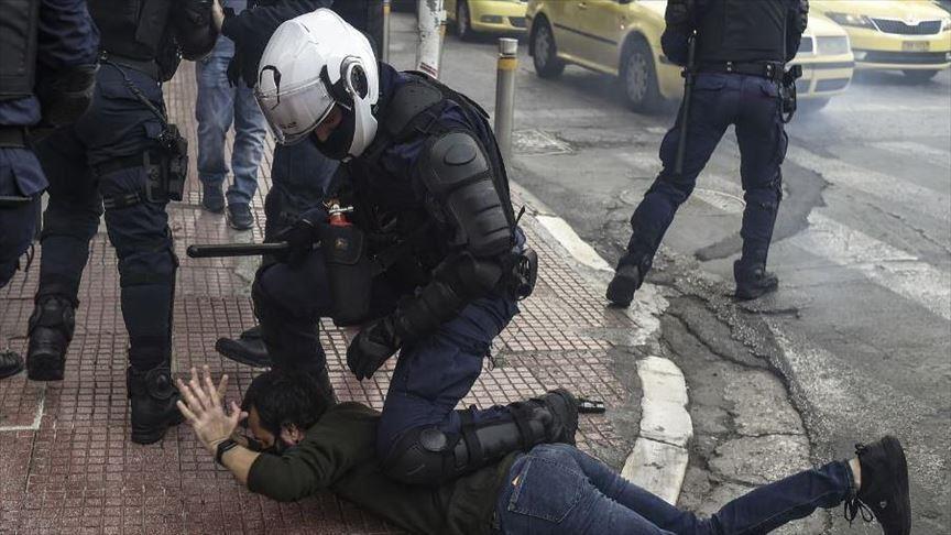 Répression violente de la manifestation pour la commémoration du 17 novembre 1973